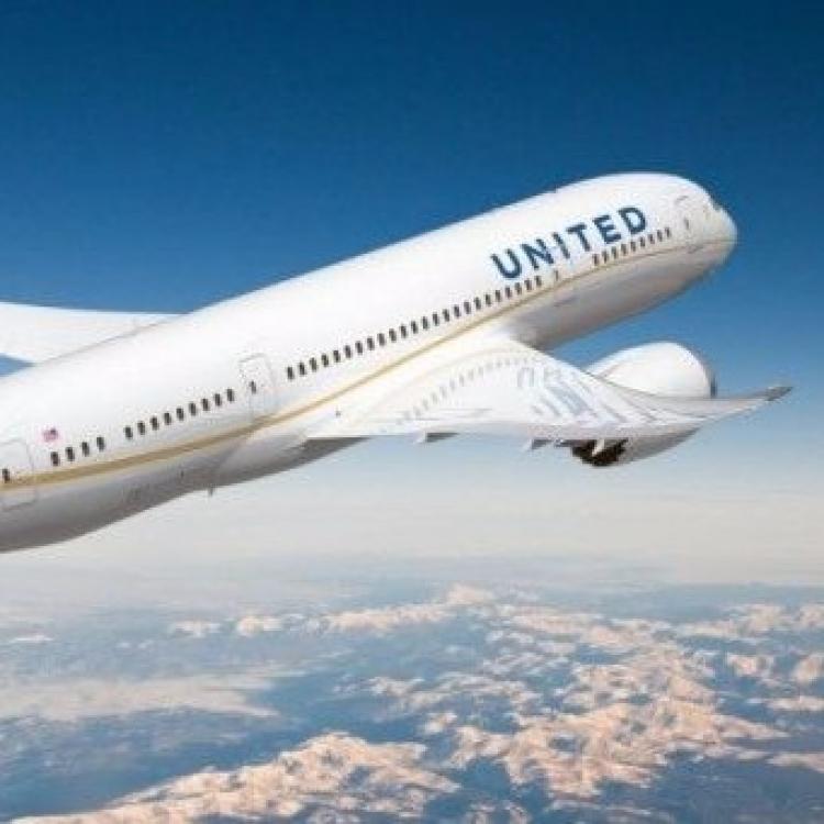 聯合航空客機迫降阿拉斯加