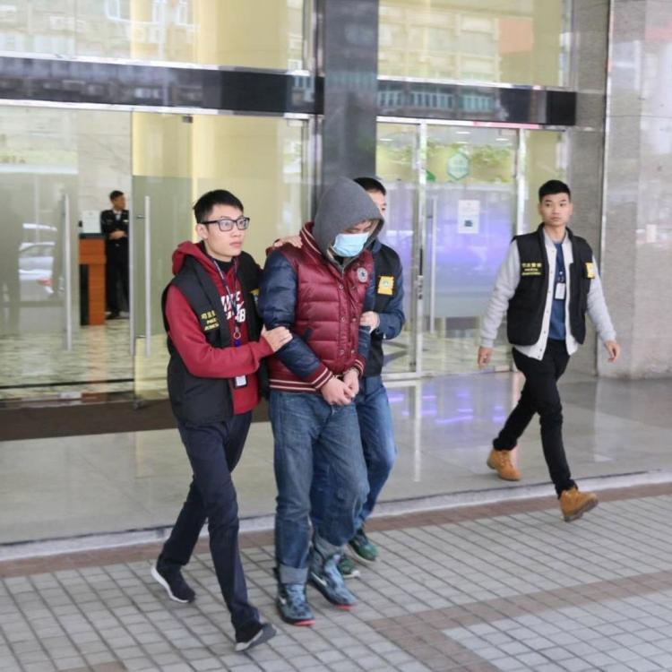 海關關員涉巨額詐騙罪被捕