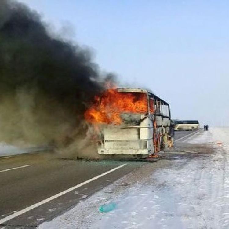 哈薩克斯坦巴士起火釀52死