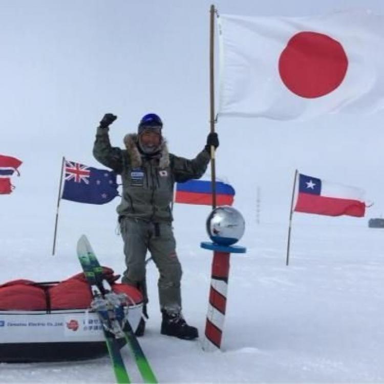 日探險家徒步逾千公里抵南極點