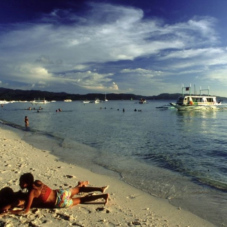 菲律賓下月26起封閉長灘島半年