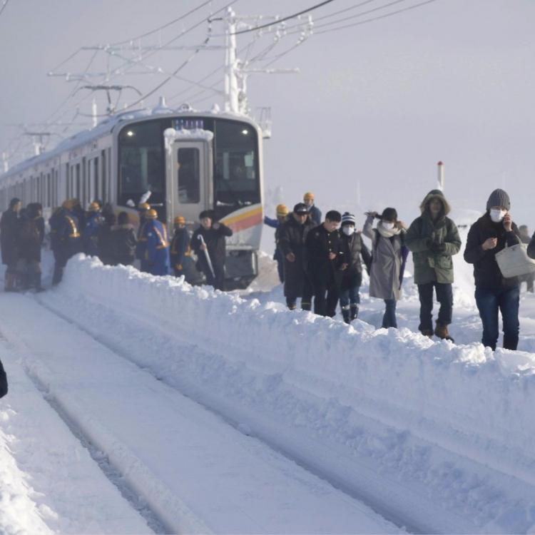 430乘客被困車廂15小時