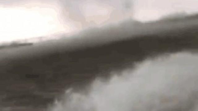 佛山江面突現龍捲風