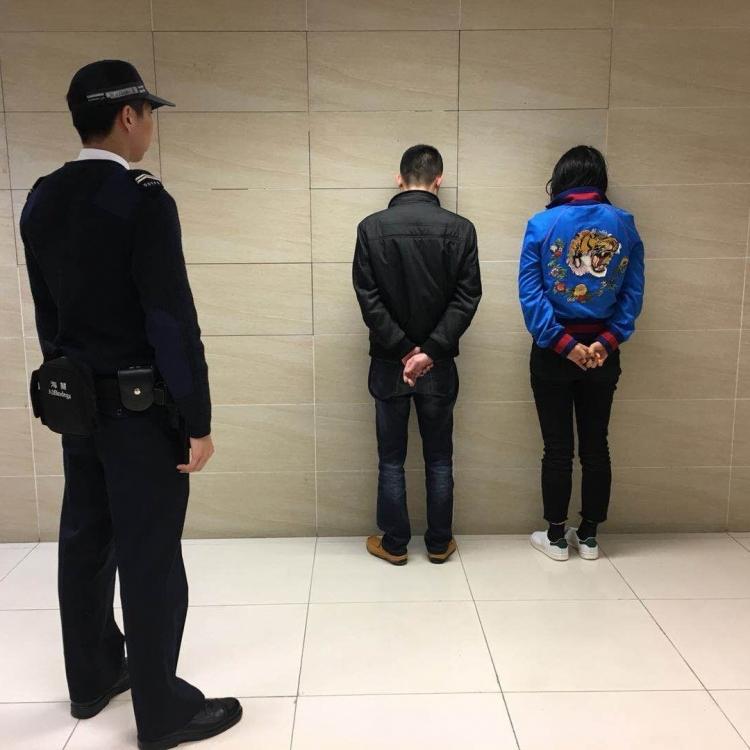拘捕五名男女