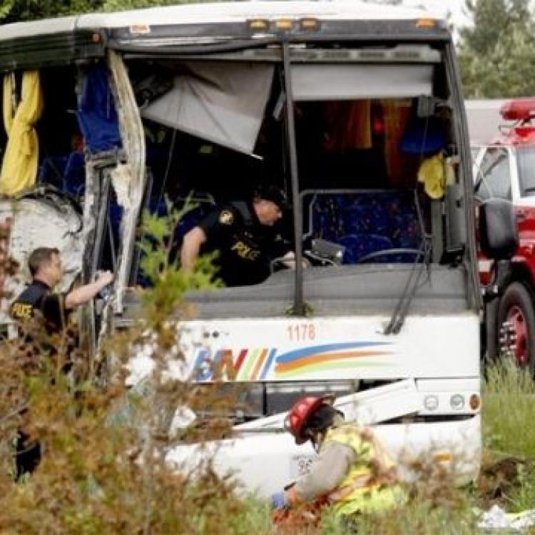 加國載中國遊客旅遊巴失事24傷