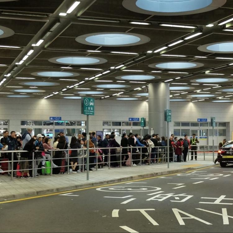 氹仔碼頭人流明顯增多