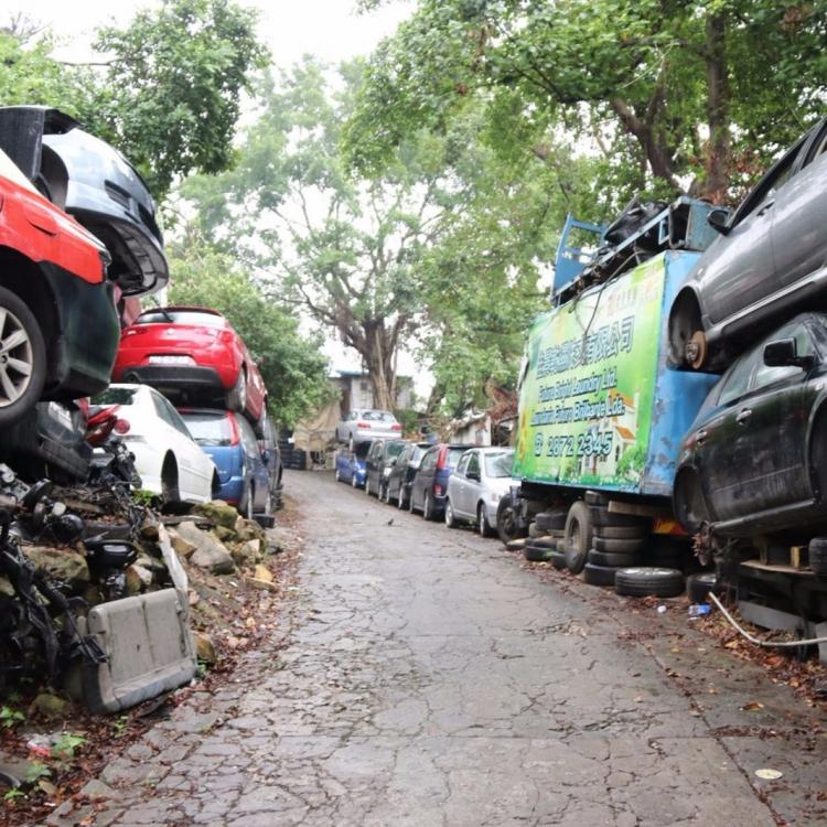 廢車堆掩護 垃圾遍地