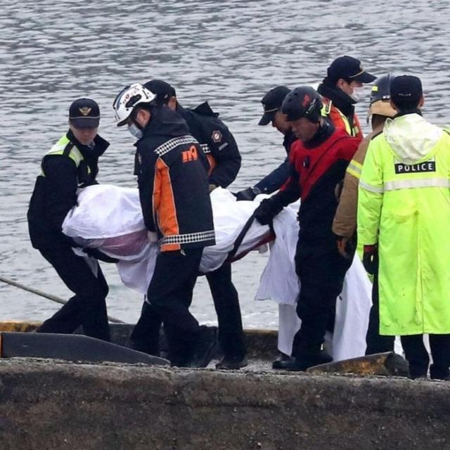 韓漁船撞油輪翻沉增至13死