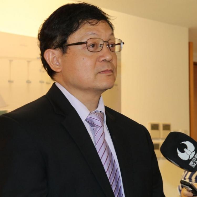 老柏生下月7日起任教青局局長