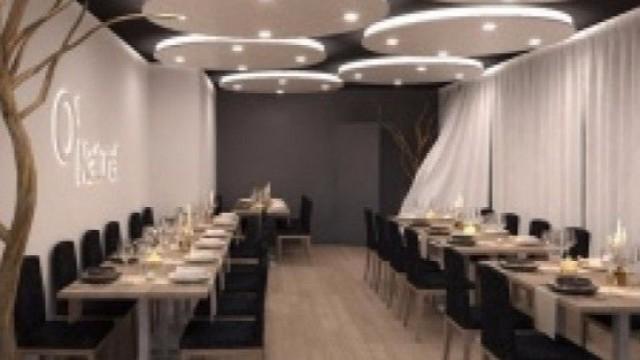 法國巴黎首間裸體餐廳開業