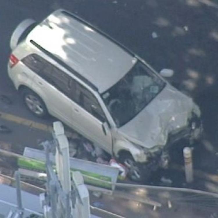 墨爾本有汽車撞人群19傷
