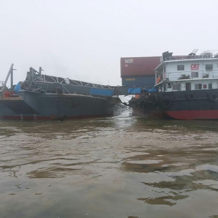 兩個貨櫃墮海