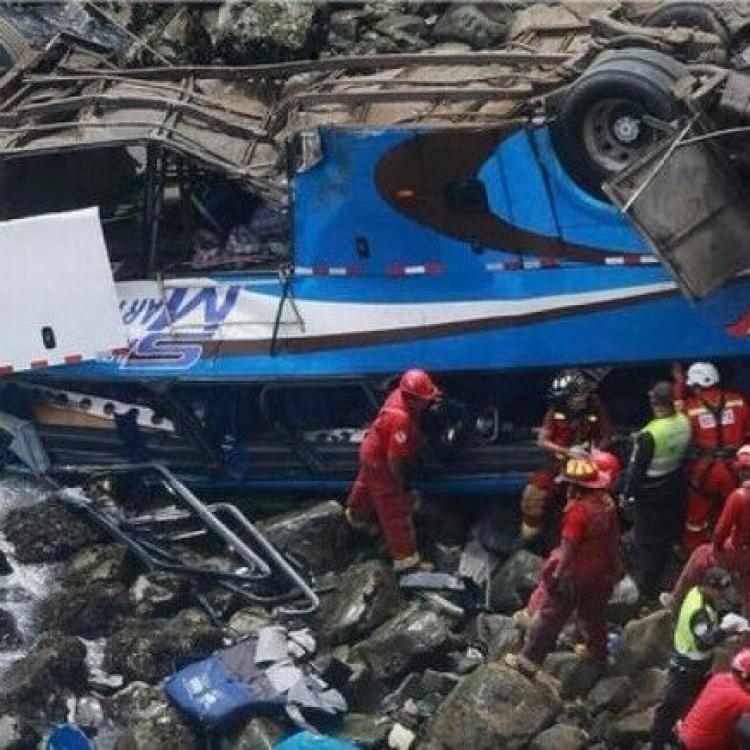 秘魯巴士「魔鬼彎」墮崖增至48死