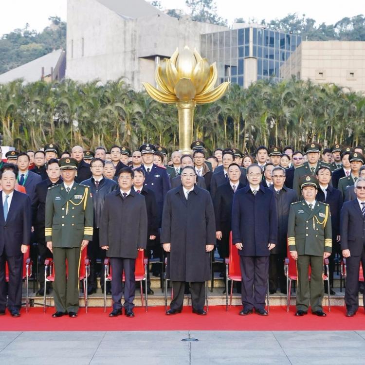 政府官員及嘉賓350人出席
