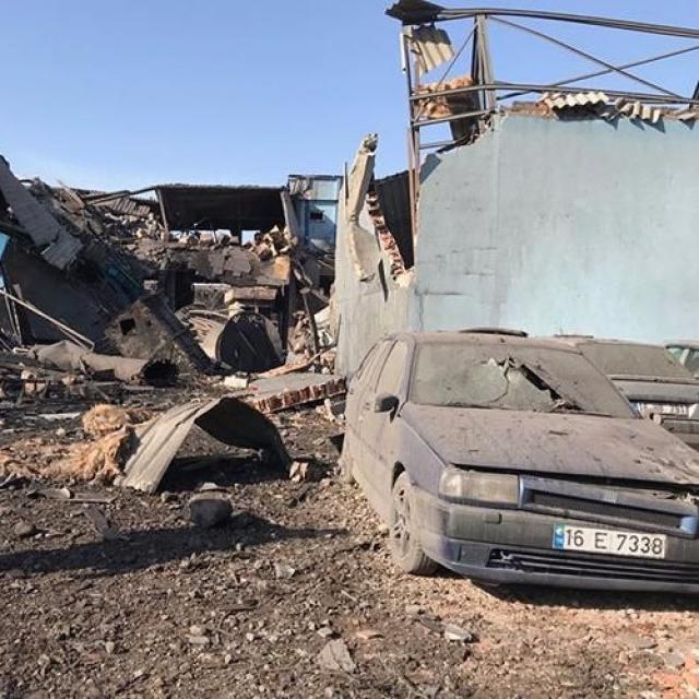 土耳其油漆廠爆炸倒塌21死傷
