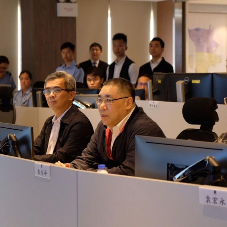 崔世安到民防中心視察颱風演習