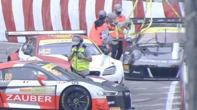 GT盃兩車嚤囉園彎撞欄