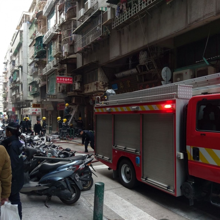 兩男女燒傷昏迷送院搶救