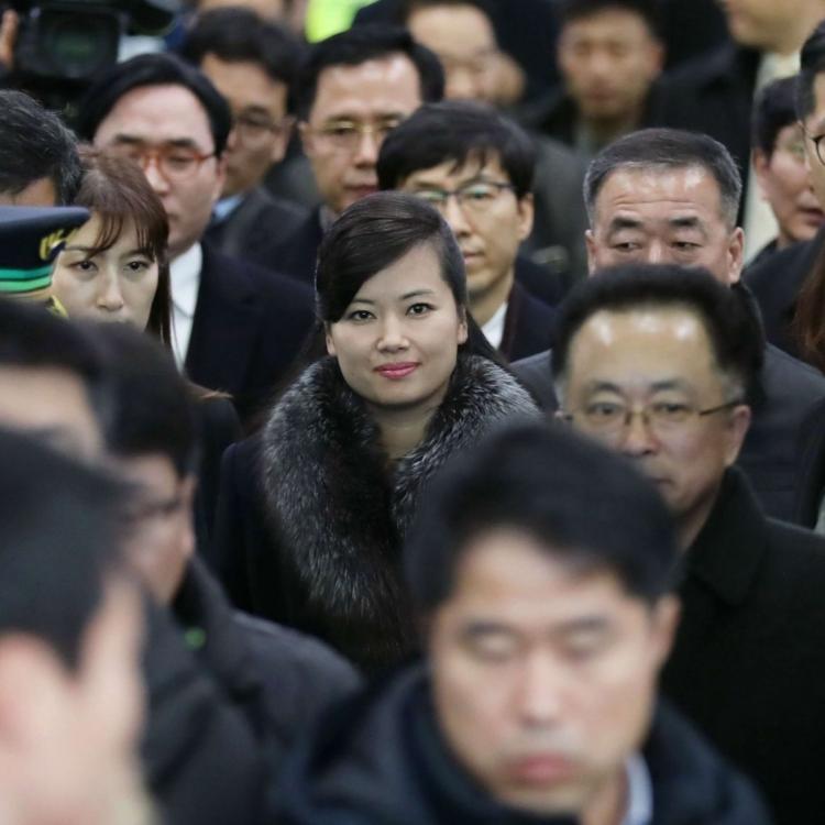 玄松月引韓國民眾圍觀