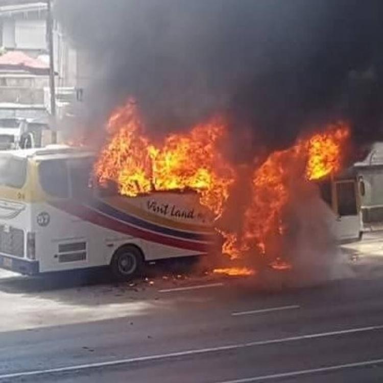 逾30外籍遊客火裡逃生