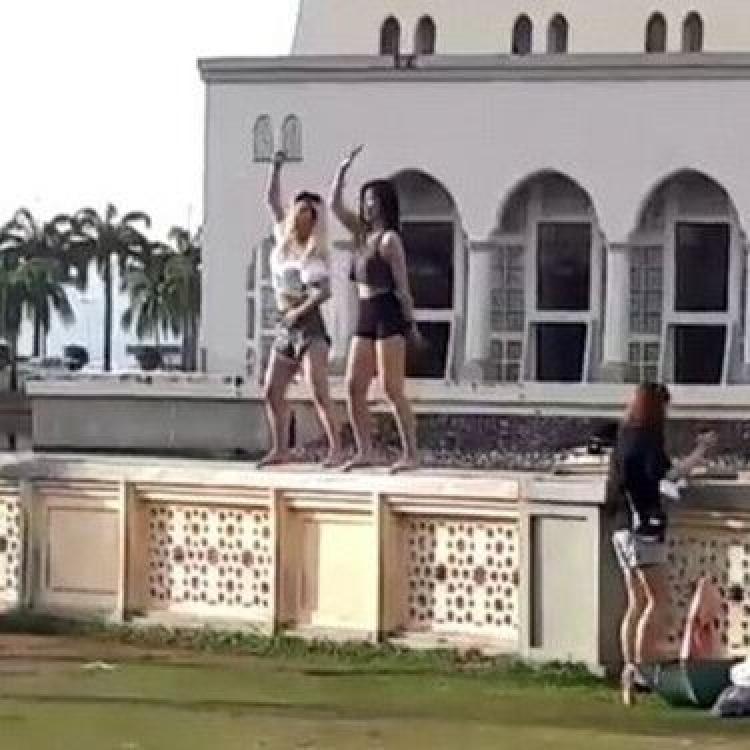 兩中國女遊客被遣返