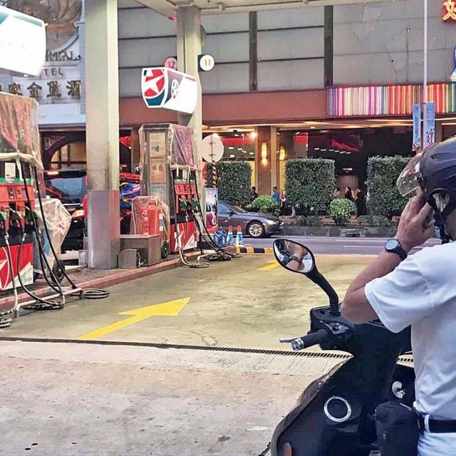 警消同籲勿在油站用手機