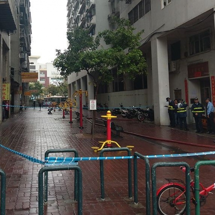 消防救出兩男女 30名住戶疏散