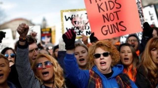 美國校園喋血成常態 民眾怒吼:控槍不能等