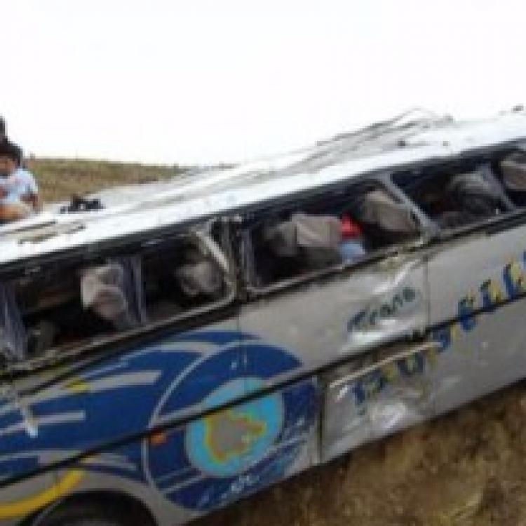 玻利維亞發生嚴重車禍 12死30傷