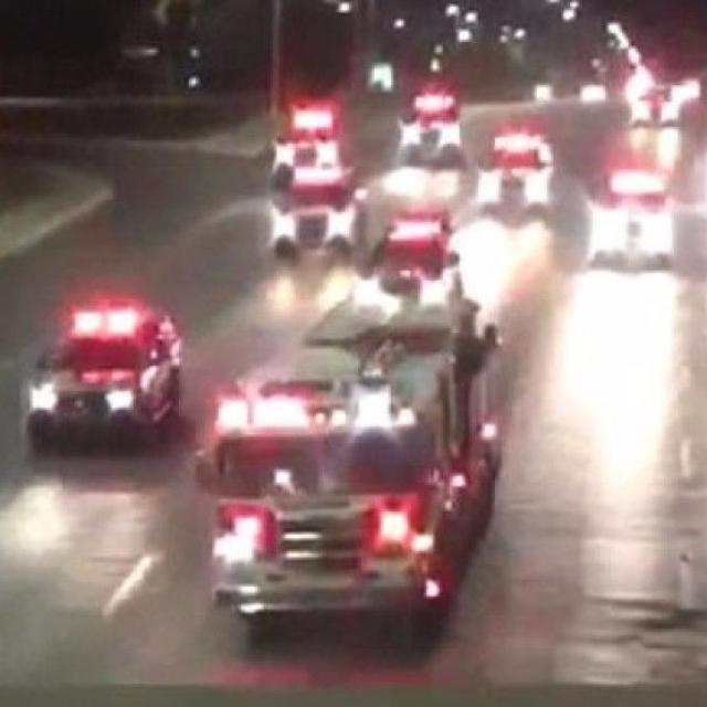 劫消防車與警車上演追逐戰