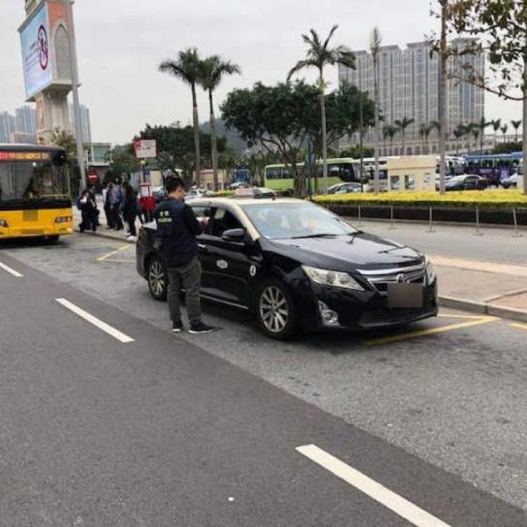 警方拘濫「劏客」慣犯女司機