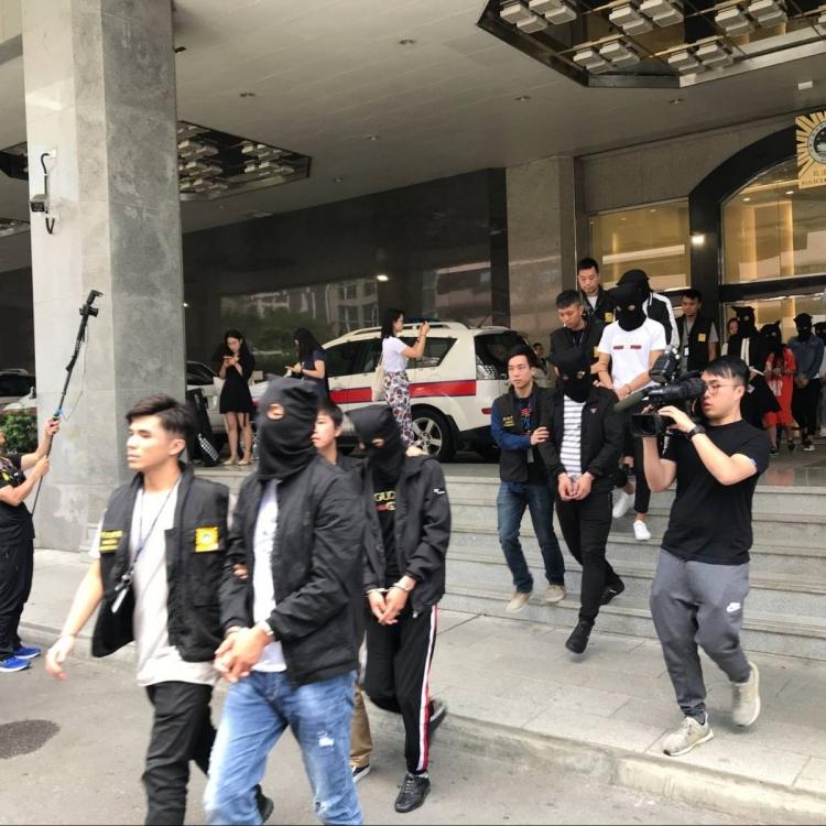 司警南京街拘13男女