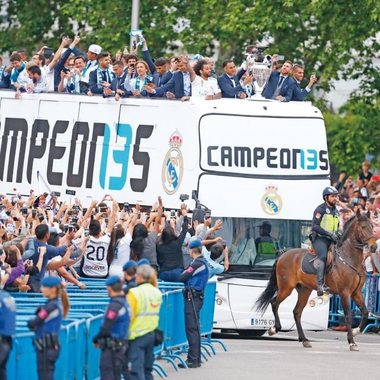 皇馬巡遊慶祝歐聯三連冠