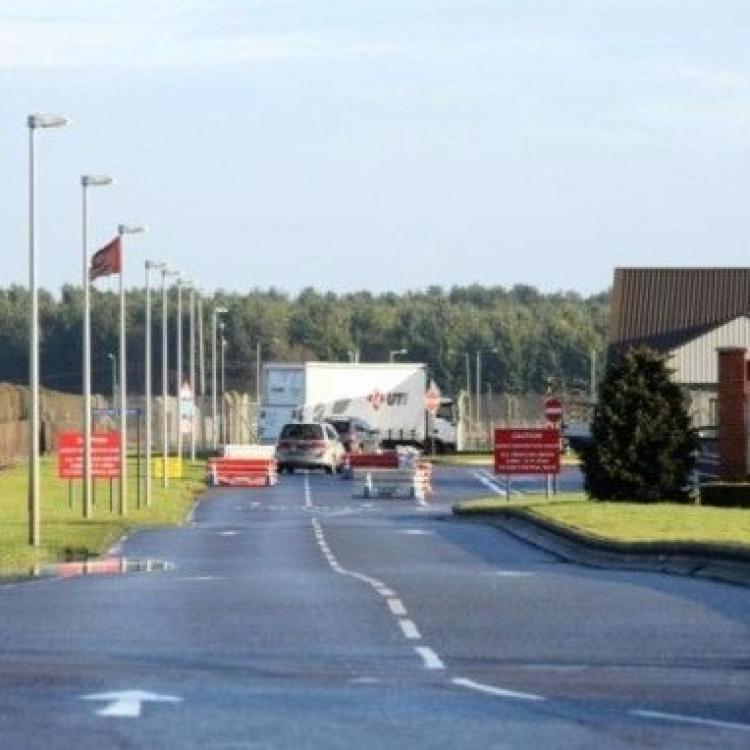 英國一男子駕車試圖闖美軍基地被捕