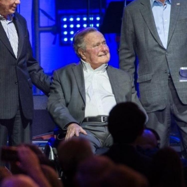 93歲老布殊再度不適入院