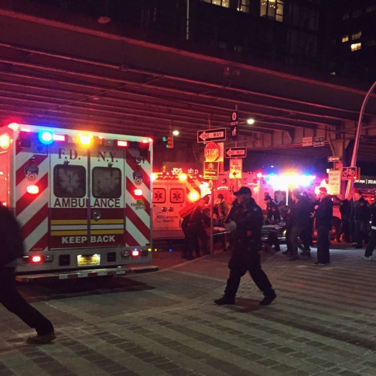 紐約觀光直升機墮河 兩死三危殆