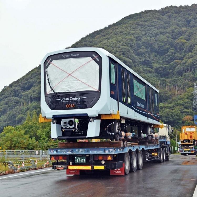 輕軌車廂明起運送至車廠
