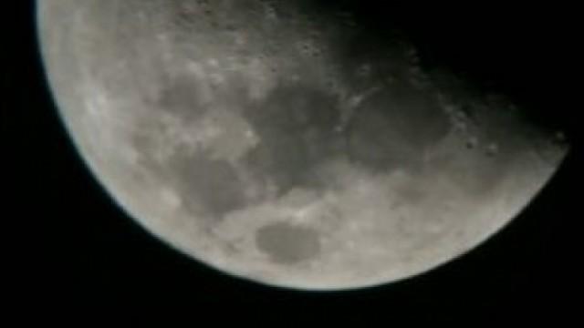 天文愛好者拍到不明飛行物掠過月球