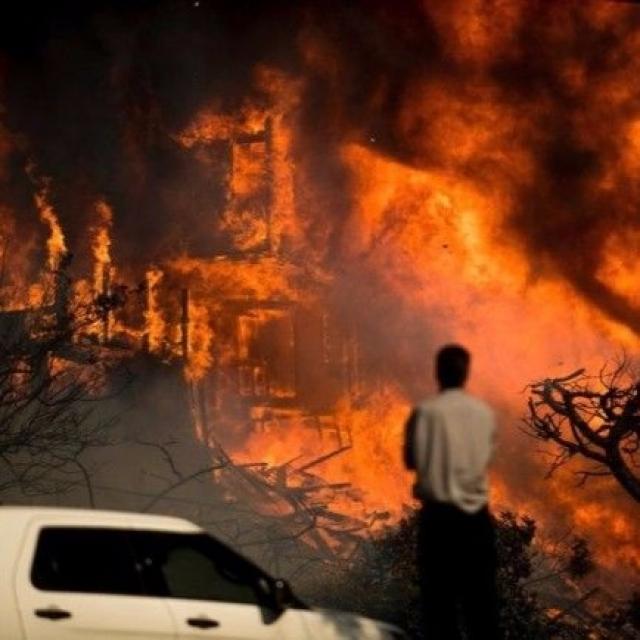 近30,000人半夜疏散 至少一死一傷