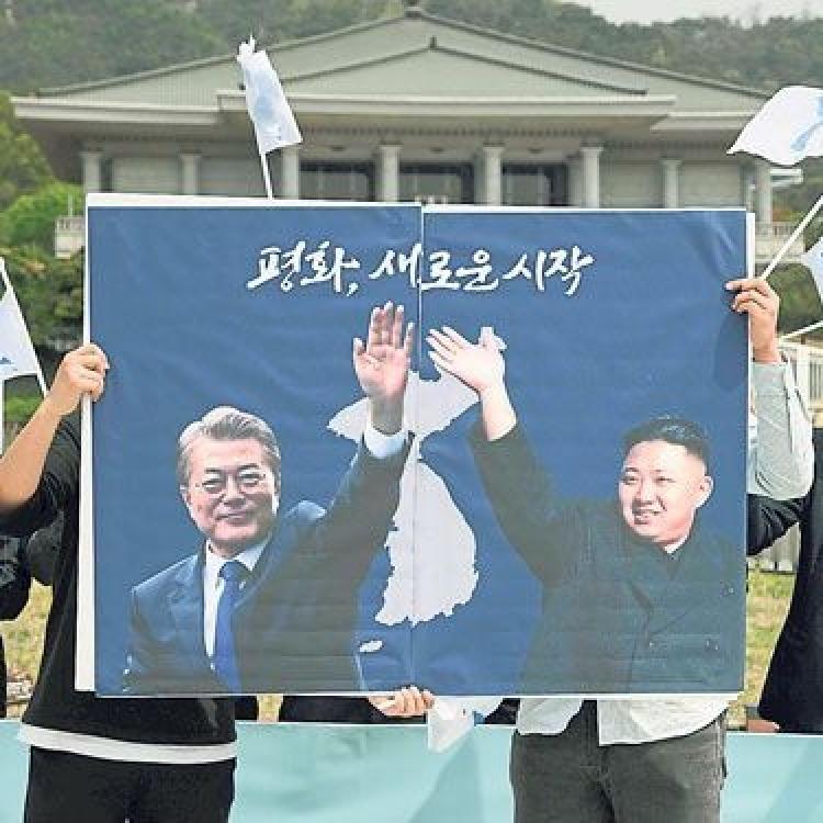 韓軍儀仗隊將奏阿裏郎迎金正恩