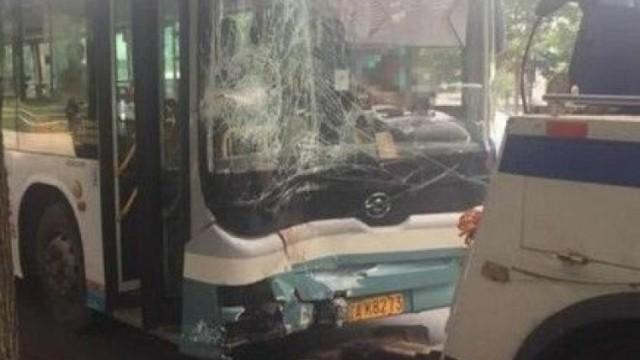 遼寧巴士鏟上車站 至少10死傷