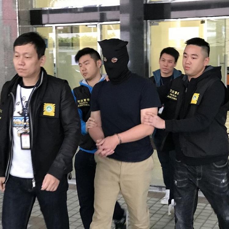 貪心外籍攝影師搶劫被捕