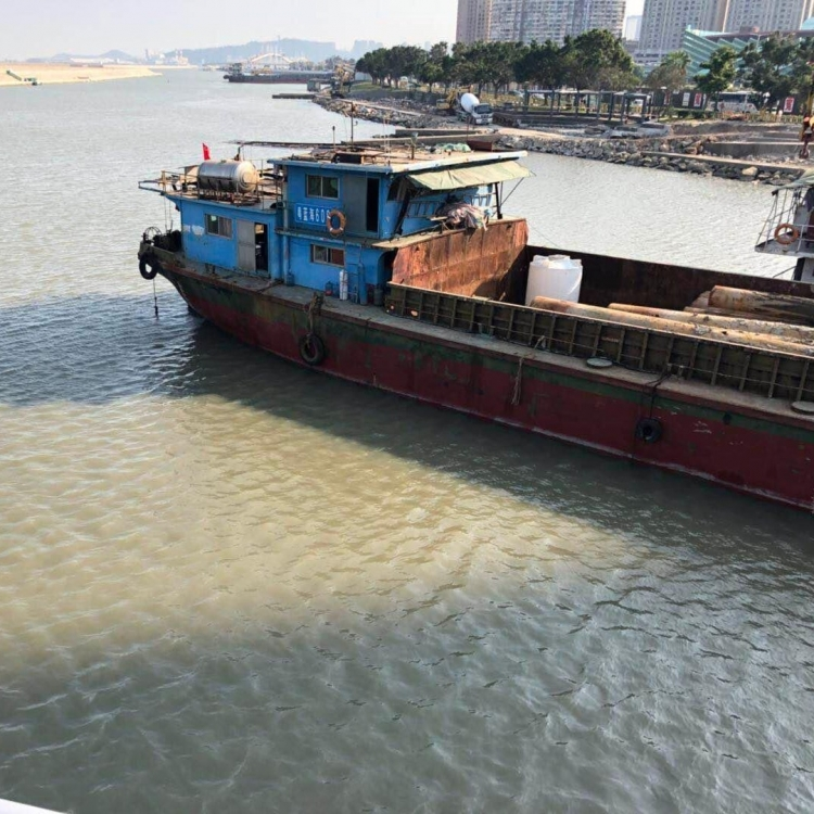 海事局: 船隻翻起海床淤泥