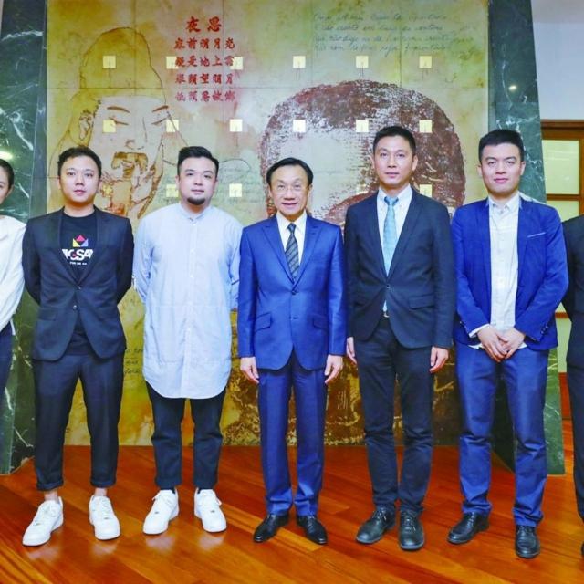 譚俊榮勉勵青年發展演藝文創