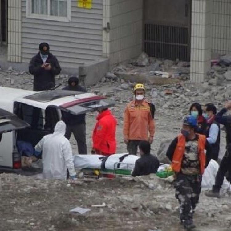 雲翠大樓兩陸客遺體移出