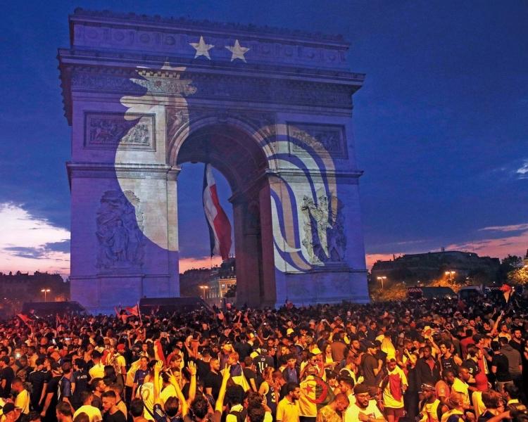法國嗨翻變暴動兩死