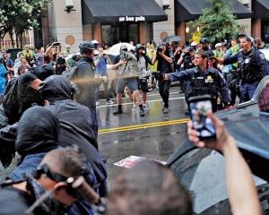 白人主義者示威規模縮水