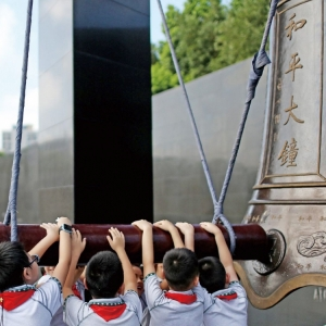 京滬寧各地舉行悼念活動