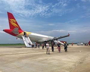 首航飛澳客機 驚險備降深圳