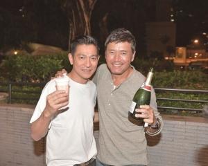 劉德華苗僑偉 齊開香檳慶祝